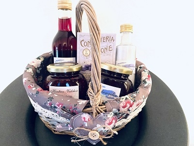 Präsentkorb mit Veilchen Delikatessen